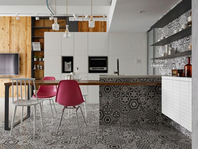 Không gian ăn uống được phủ kín bằng những họa tiết độc đáo của gạch bông