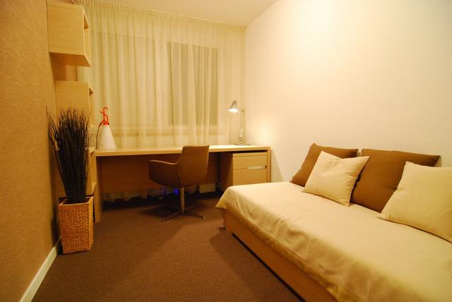 Phòng làm việc có thể được trưng dụng làm phòng ngủ cho khách mỗi khi cần