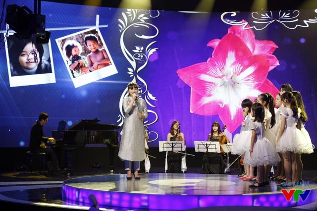 Chương trình còn có sự góp mặt của ca sĩ Khánh Linh. Trình bày ca khúc Cảm ơn cuộc đời, cô đã mang đến cho khán giả những giây phút ngọt ngào, sâu lắng.