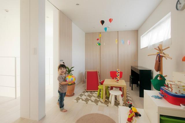 Không gian vui chơi của các bé với các vật dụng đầy màu sắc