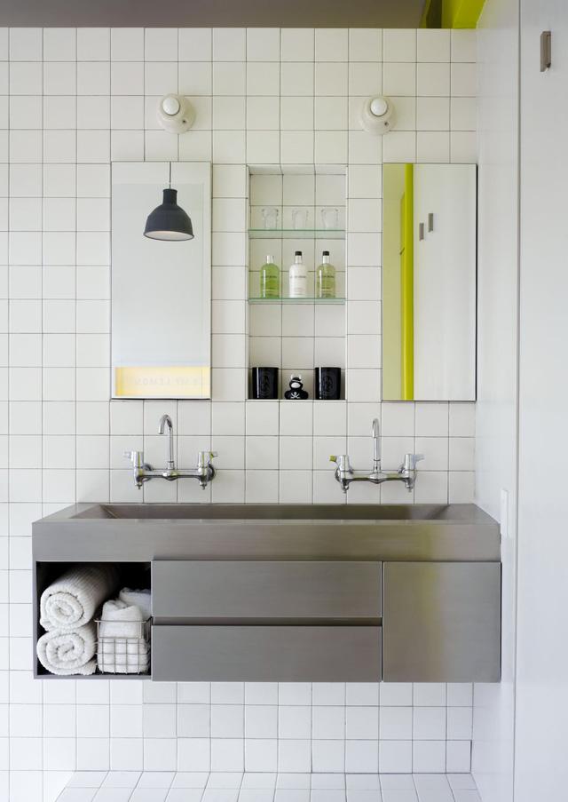 Nội thất trong phòng tắm đơn giản, tạo cảm giác thoáng đãng
