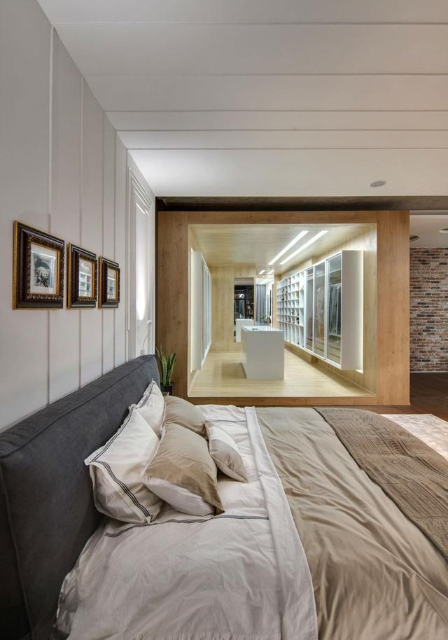 Phòng thay đồ nhìn từ phía giường ngủ