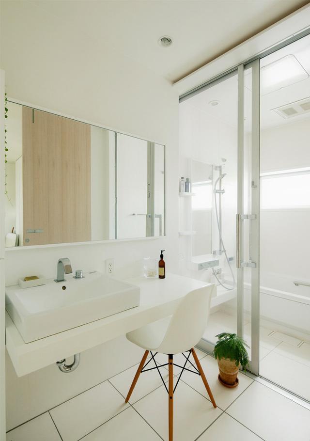 Điểm đặc biệt của căn nhà là bất cứ không gian nào cũng được tiếp xúc với đầy đủ ánh sáng tự nhiên, kể cả phòng vệ sinh