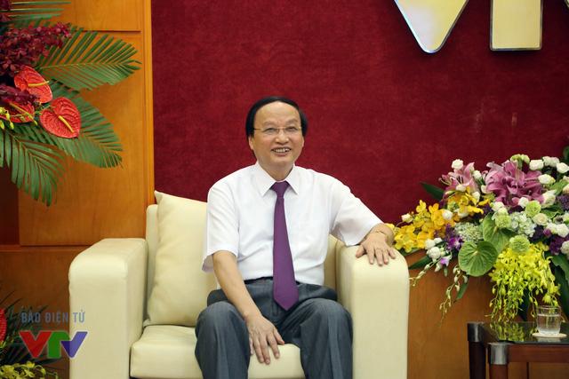 Đồng chí Tô Huy Rứa chia sẻ sự đồng cảm với những khó khăn, thách thức mà Đài Truyền hình Việt Nam cùng nhiều cơ quan báo chí khác đang phải đương đầu