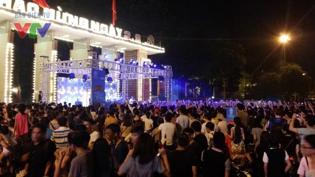 Buổi trình diễn EDM ở công viên Thống Nhất thu hút sự quan tâm của đông đảo các bạn trẻ