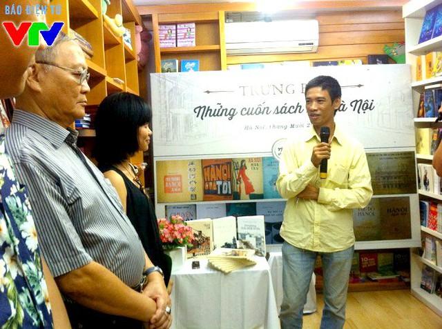 Nhà sưu tầm Nguyễn Thế Bách nói chuyện với độc giả và người yêu Hà Nội về quá trình sưu tập hơn 60 cuốn sách