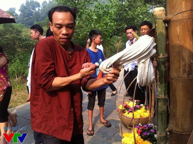 Cách làm món kẹo kéo - món ăn gắn liền với tuổi thơ trẻ em Việt Nam tại các làng quê nghèo