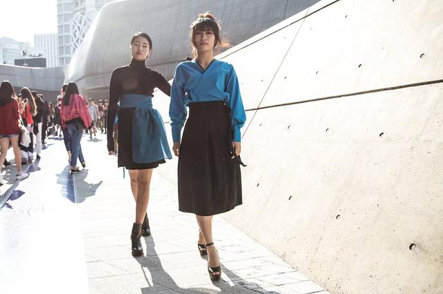 Những bộ váy ấn tượng được thiết kế từ Hanbok truyền thống.
