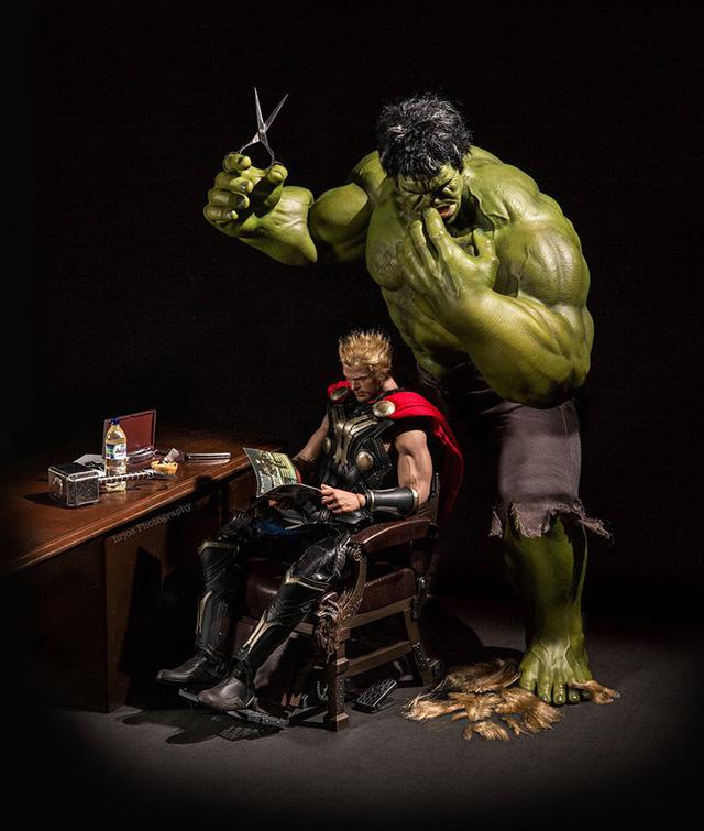 Mái tóc dài đặc trưng của Thor đã bị thợ cạo Hulk hủy hoại
