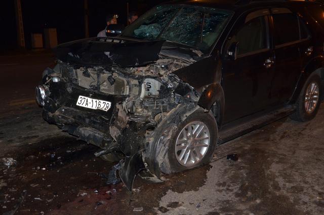 Chiếc xe nát bét sau vụ đâm trực diện.