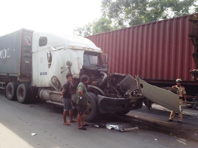 Hiện trường vụ tai nạn dây chuyền giữa 3 xe.