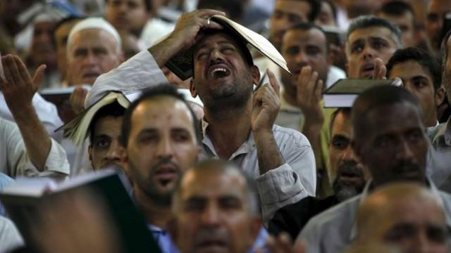 Người dân Iraq đau khổ và phẫn nộ sau cuộc tấn công - (Ảnh: Sky News)