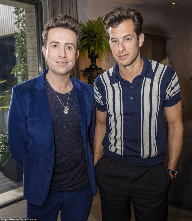 Giám khảo Nick Grimshaw sẽ hướng dẫn các thí sinh X-Factor tại một biệt thự ở Cotswolds. Người đồng hành cùng anh là nhà sản xuất âm nhạc - DJ Mark Ronson
