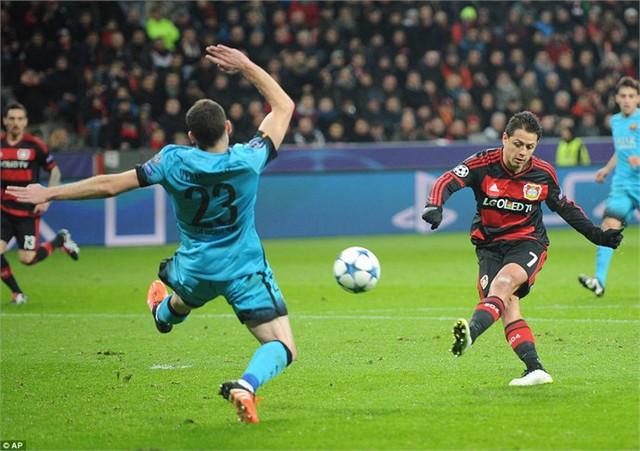 Javier Hernandez mở tỷ số trận đấu ở phút 20