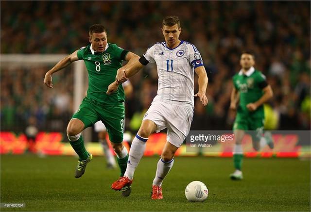 Dzeko (áo trắng) và các đồng đội đã phải tạm biệt giấc mơ Euro 2016
