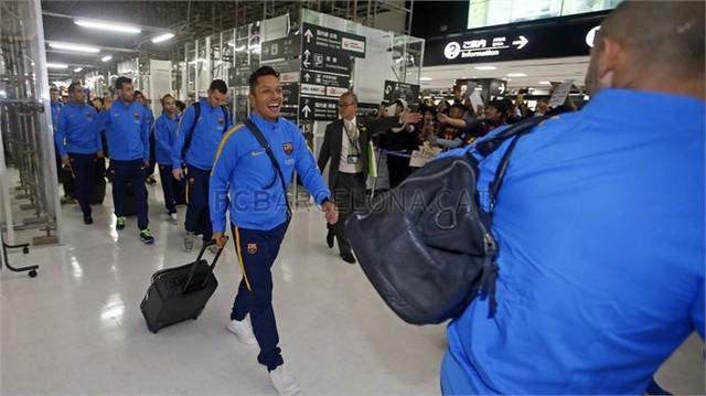 Các cầu thủ Barcelona đặt chân đến Nhật Bản
