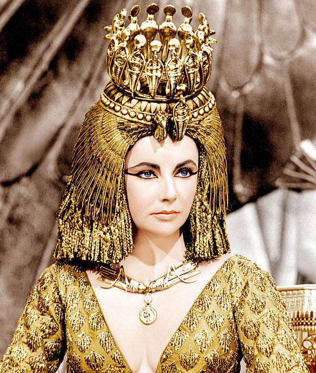 Nữ diễn viên Elizabeth Taylor đảm nhận vai nữ hoàng Cleopatra.