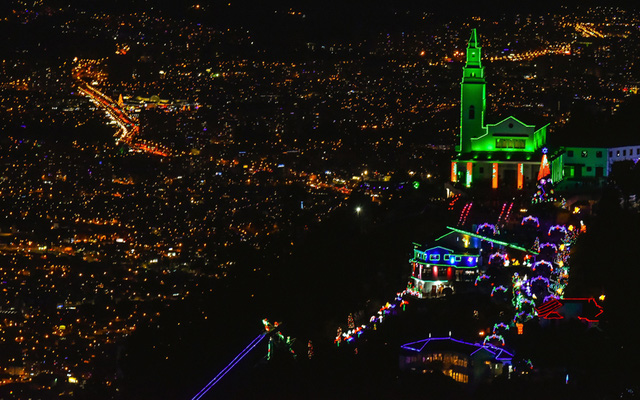 Thành phố lung linh sắc màu Giáng sinh ở Bogota, Colombia.