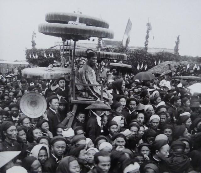 Công bố kết quả một kỳ thi hương ở Hà Nội năm 1915.Ảnh chụp lại từ triển lãm.