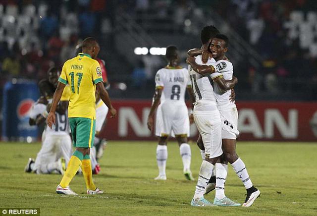 Ghana đã giành vé đi tiếp sau màn lội ngược dòng trước Nam Phi