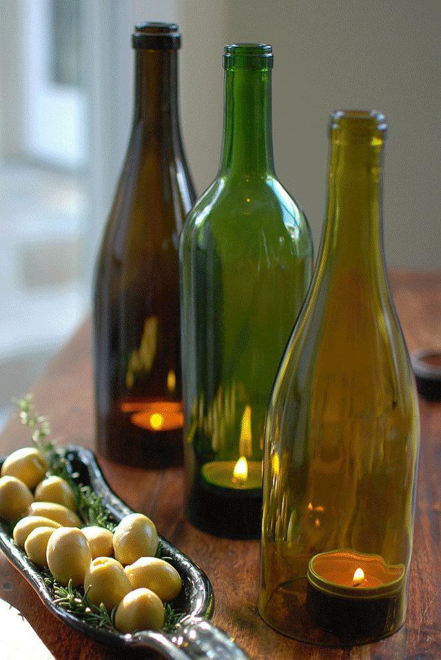 Vỏ chai trở thành lọ đựng nến lãng mạn.