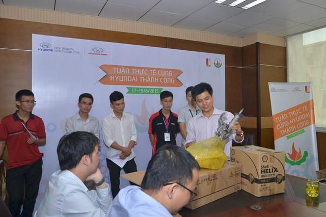 Sinh viên ngành kỹ thuật ôtô tham quan Huyndai Thành Công