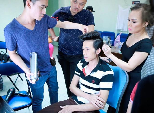 Ở mỗi tập, Hoài Linh đảm nhận vai trò giám khảo và cũng là vị trưởng phòng ở căn phòng thứ 5 của chương trình Ơn giời! Cậu đây rồi. Trước khi bước ra sân khấu, anh được các chuyên gia trang điểm hỗ trợ tạo kiểu tóc.