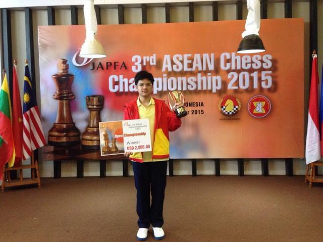Anh Khôi trở thành kỳ thủ trẻ nhất vô địch Đông Nam Á - Ảnh: Anh Tú
