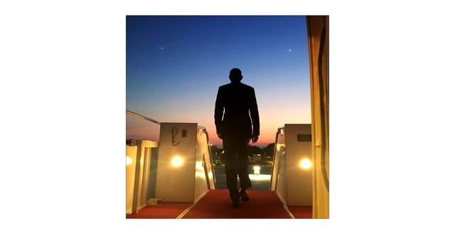 Tổng thống Obama rời phi cơ