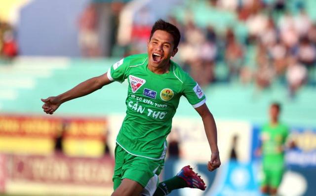 Văn Thắng là chân sút nội tốt nhất V.League 2015 với 16 pha lập công