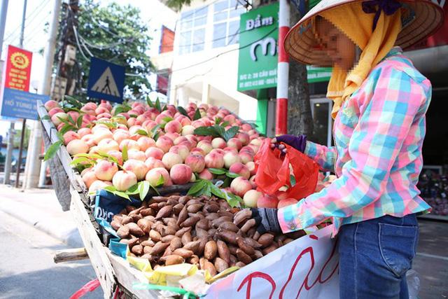 Mây Thái được chào bán với giá chênh nhau 2 lần tại Hà Nội. (Ảnh: Zing.vn)