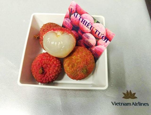 Vietnam Airlines đưa đặc sản vải thiều lên máy bay