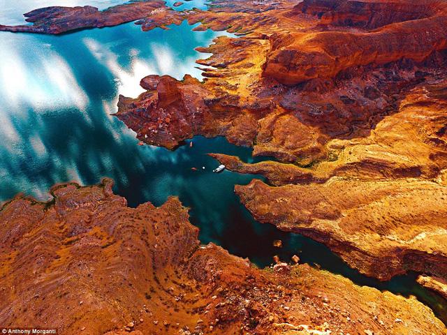 """""""Lửa và băng"""". Hình ảnh chụp tại khu vực xung quanh hồ Mead, Nevada"""