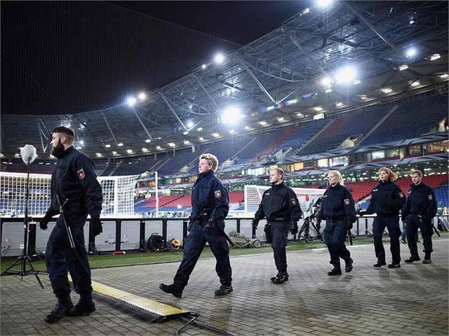 Lực lượng an ninh đang truy tìm dấu vết chất nổ trong trận đấu bị hủy giữa ĐT Đức và ĐT Bỉ