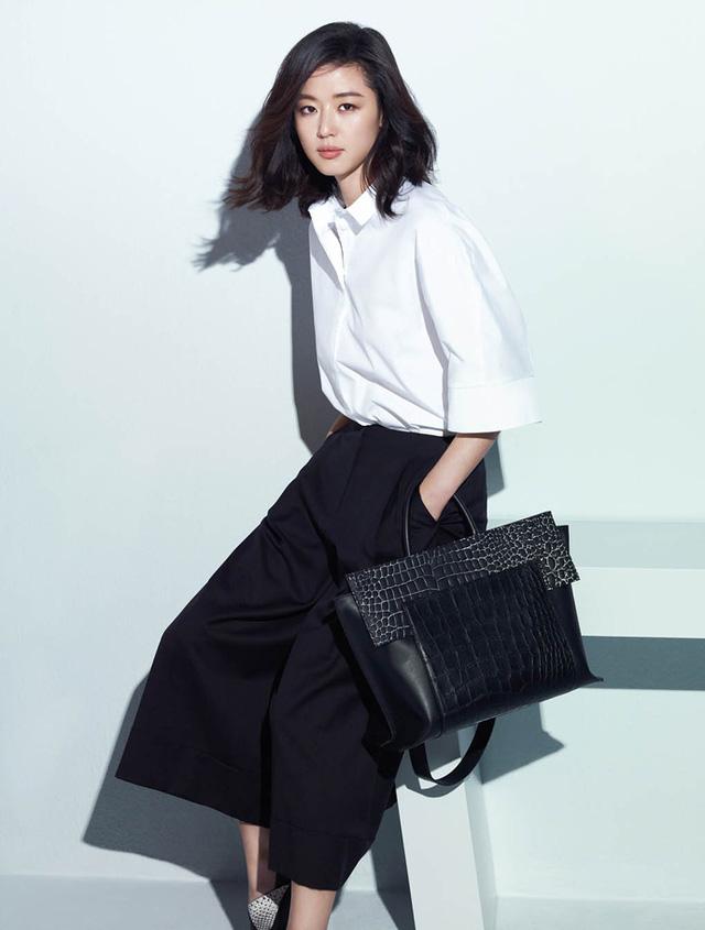 Xuất hiện trong chiến dịch quảng cáo Xuân/Hè 2015 của nhãn hàng Rouge & Lounge, Jun Ji Hyun thu hút mọi ánh nhìn với vẻ đẹp trong sáng, thuần khiết