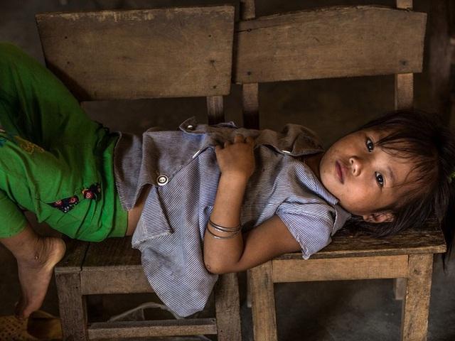 """Anh chia sẻ: """"Một trong các nguyên nhân hàng đầu khiến những đứa trẻ không được đến trường đó là sự nghèo đói""""."""