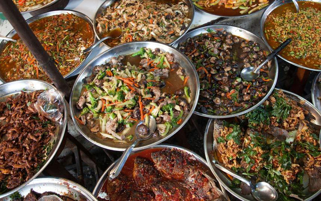 Bangkok (Thái Lan) là nơi hội tụ của những món ăn hấp dẫn cả trên đường phố lẫn ở các điểm thượng hạng.