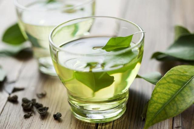 Bên cạnh đó, trà xanh cũng là loại trà tốt cho quá trình trao đổi chất, giúp đốt cháy calo.