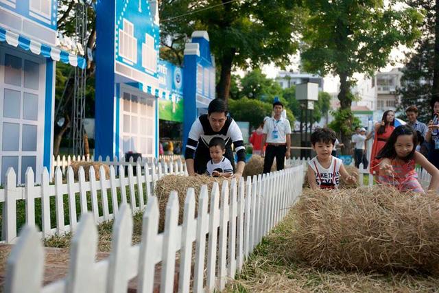 MC Phan Anh và các con.
