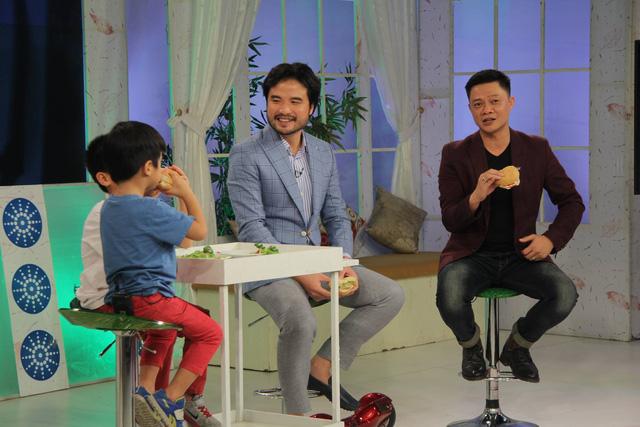 Ngoài ra, cũng trong chương trình lần này, cặp bố con Đỗ Minh - Tốt Ti đã chia sẻ nhiều điều thú vị xoay quanh chương trình Bố ơi! Mình đi đâu thế? mùa 2.