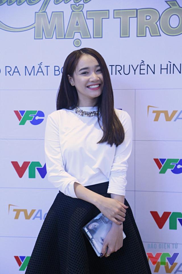 Khi nhận được lời mời tham gia Khúc hát mặt trời, Nhã Phương đã khá băn khoăn bởi sức ép lớn từ thành công của Tuổi thanh xuân. Dù vậy, cô đã sớm bị hấp dẫn bởi kịch bản giàu tính nhân văn của bộ phim.