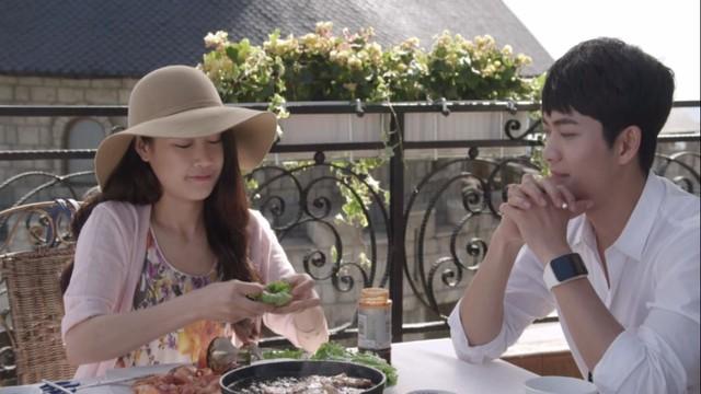 Junsu và Linh hạnh phúc tận hưởng chuyến đi tại Đà Nẵng.