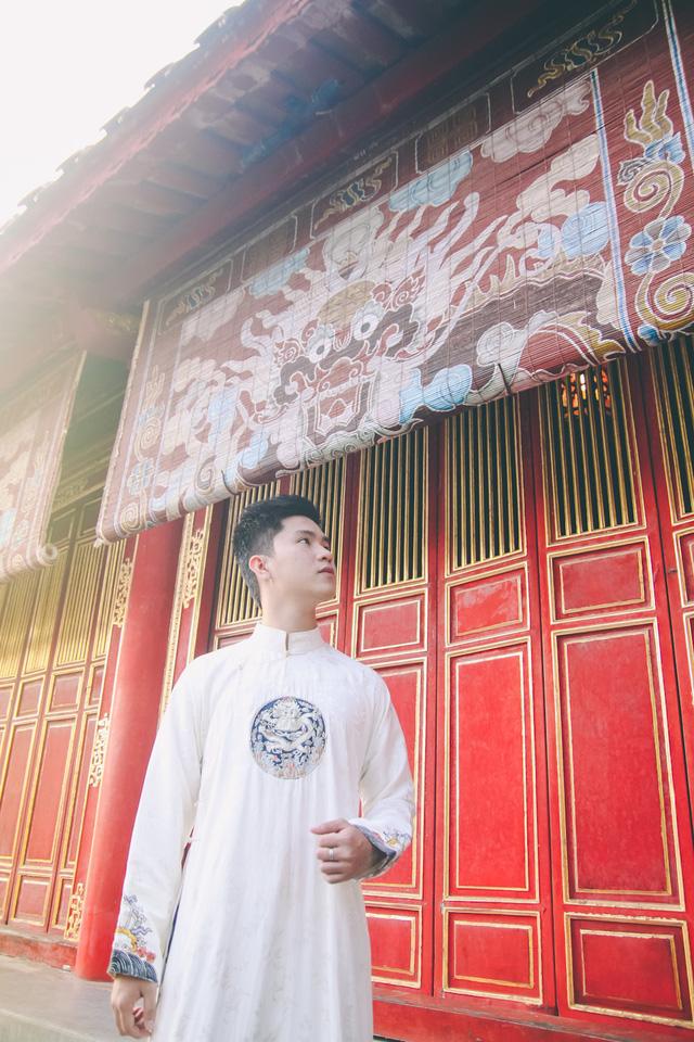 Thế Miếu là nơi thờ các vua Nguyễn được nhiều bạn trẻ đến cầu nguyện ngày đầu năm