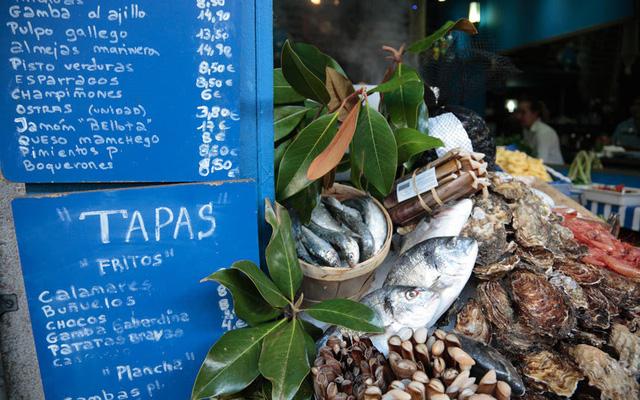 Barcelona (Tây Ban Nha) được coi là trung tâm ẩm thực của quốc gia này, trong đó có nhiều món hải sản ngon, tươi sống.