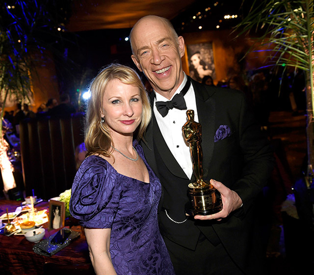 J.K Simmons - người giành giải nam diễn viên phụ xuất sắc nhất - chia sẻ niềm vui bên vợ.