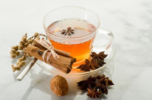 Trà hoa hồi là một loại trà phổ biến ở Trung Quốc, có tác dụng như một loại kháng sinh tốt cho hệ tiêu hóa, giảm lượng mỡ trong cơ thể. Tuy nhiên, loại trà này không tốt cho trẻ nhỏ dưới 1 tuổi.