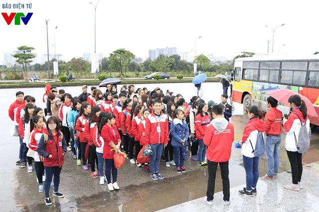 Các bạn trẻ đến từ hơn 50 đơn vị tình nguyện đã có mặt ngay từ sáng sớm để tham gia ngày hội Hiến máu.