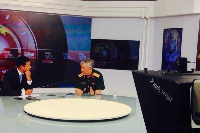 Thượng tướng Nguyễn Chí Vịnh, Thứ trưởng Bộ Quốc phòng trên trường quay chương trình Việt Nam 7 ngày (Ảnh: Ban Truyền hình Đối ngoại)