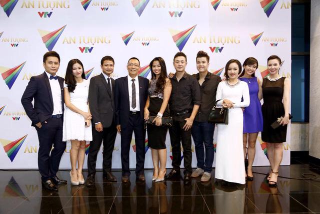 MC Anh Tuấn cùng đồng nghiệp tại giải thưởng Ấn tượng VTV năm đầu tiên.