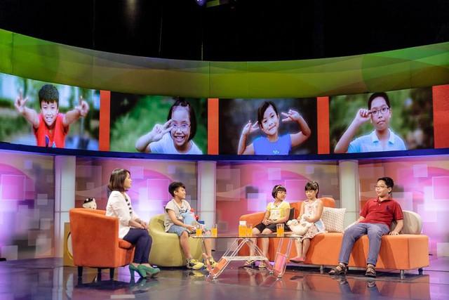 Cuộc tranh luận đầy hào hứng giữa MC Bạch Dương và các chuyên gia.